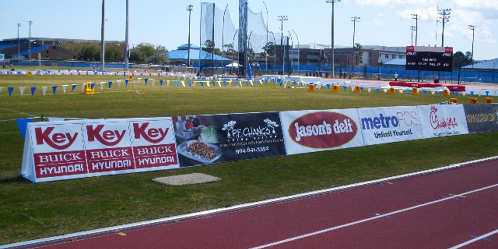 Sideline Signs Amp Barricades Bigsigns Com